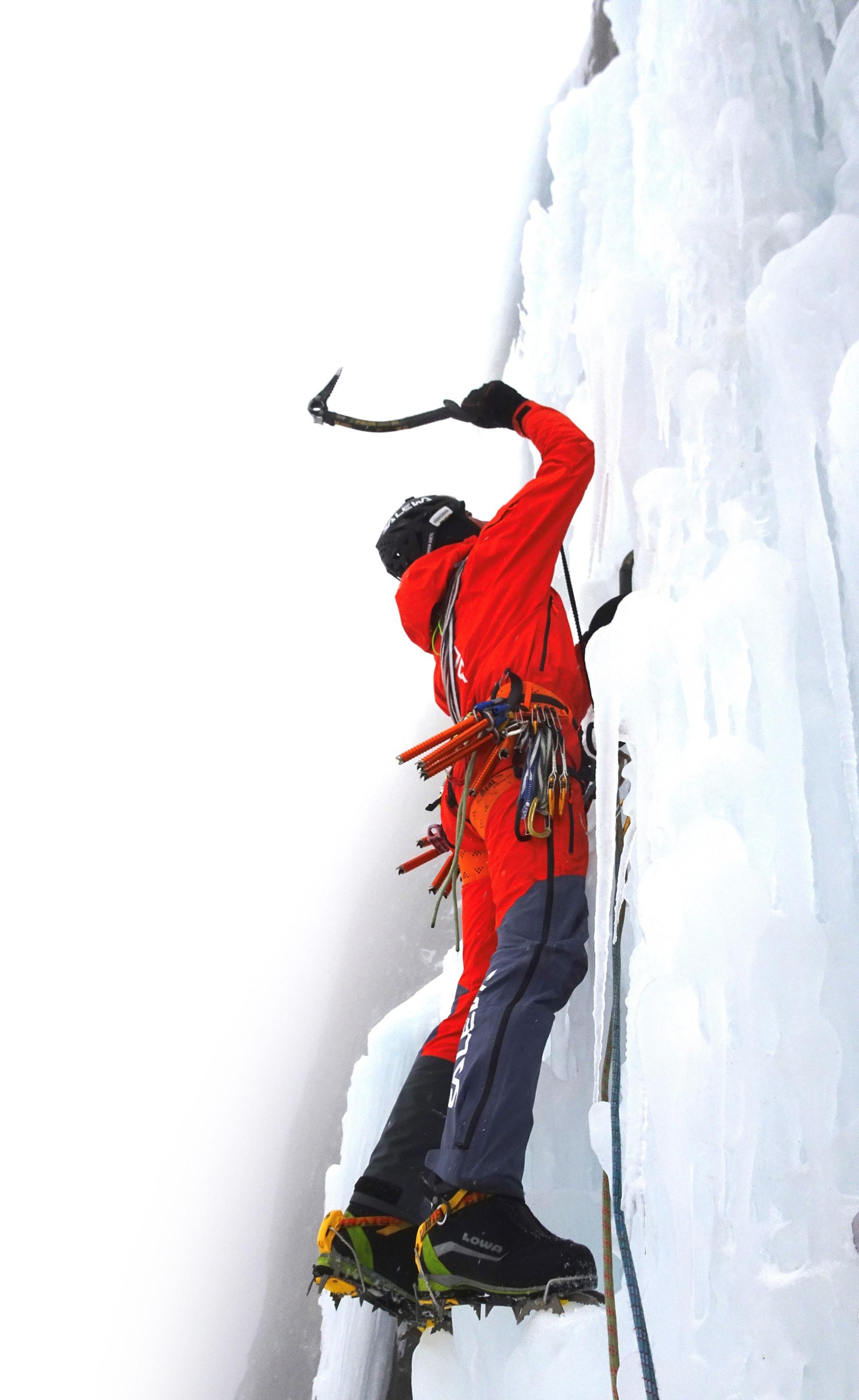 Simon Gietl durchstieg in zwei Tagen die Pandora Route an der steilen Pordoi-Westwand.
