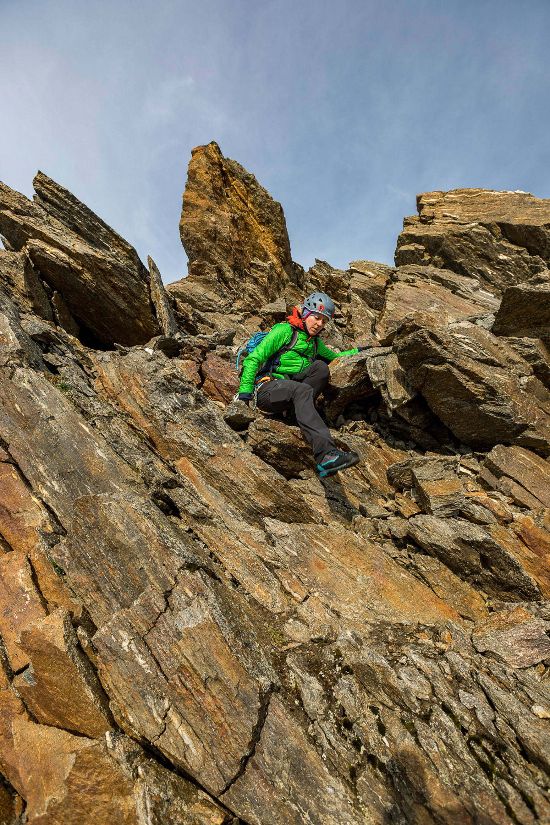 Into the mountaineering boot and up to the summit: LOWA's ALPINE PRO GTX Ws is a lightweight, robust and modern boot that is completely at home in Alpine terrain. It is also designed with the specific anatomical needs of women's feet in mind. And there are many more well-designed, functional details to make mountain-climbing even more fun. Don't hesitate. The mountains are waiting!