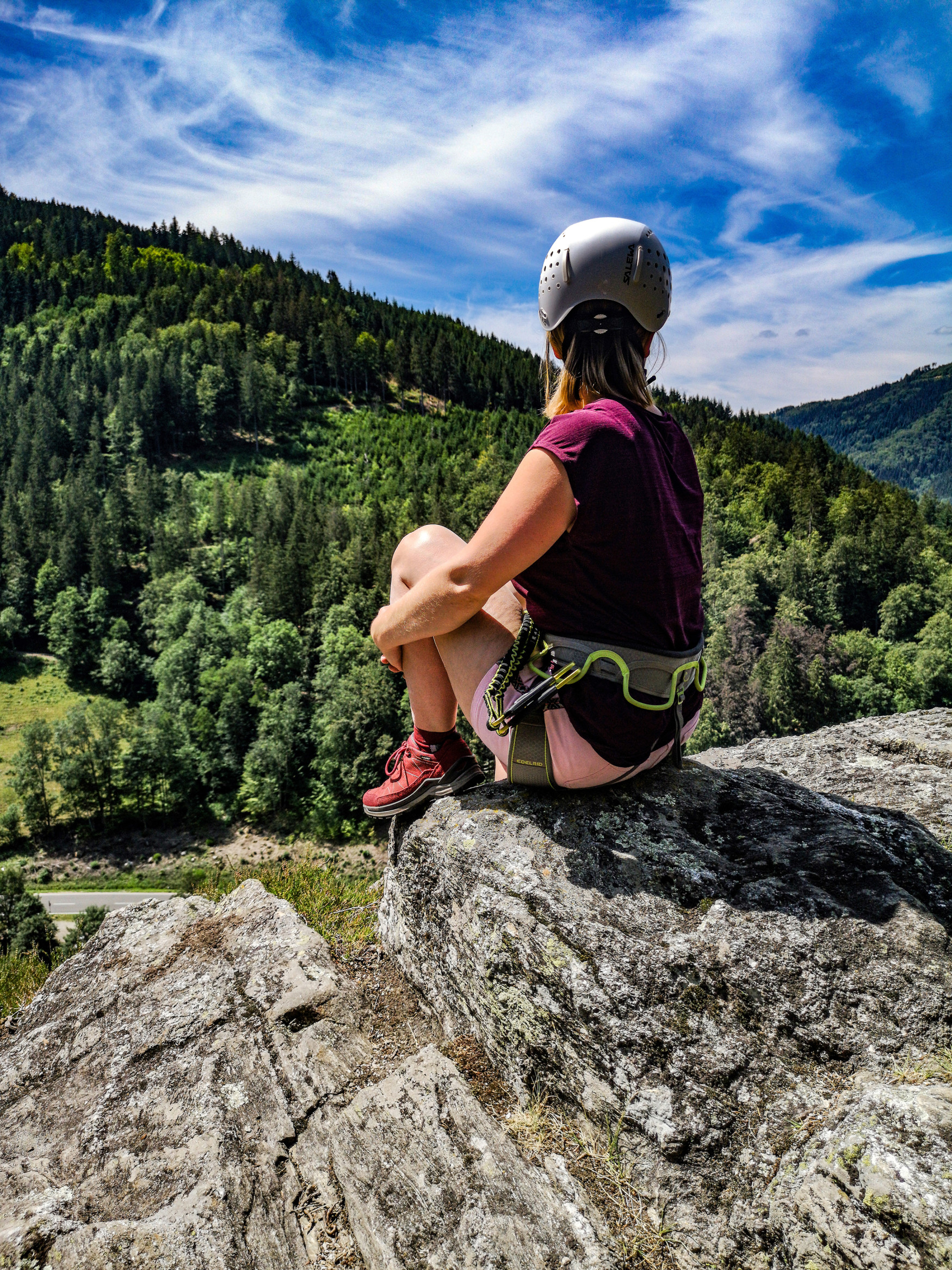 Wunderbar bequem, sportlich flexibel und multifunktional im Einsatz ist der neue TORO EVO GTX LO Ws von LOWA wie geschaffen für alltägliche Abenteuer. Egal ob nach Feierabend oder am Wochenende – die vielseitigen Outdoorschuhe sind so komfortabel und bequem, dass ein kurzer Spaziergang jederzeit spontan zur kleinen Wanderung ausgedehnt werden kann. Für optimalen Wetterschutz und beste Atmungsaktivität sorgt dabei die GORE-TEX-Membran.