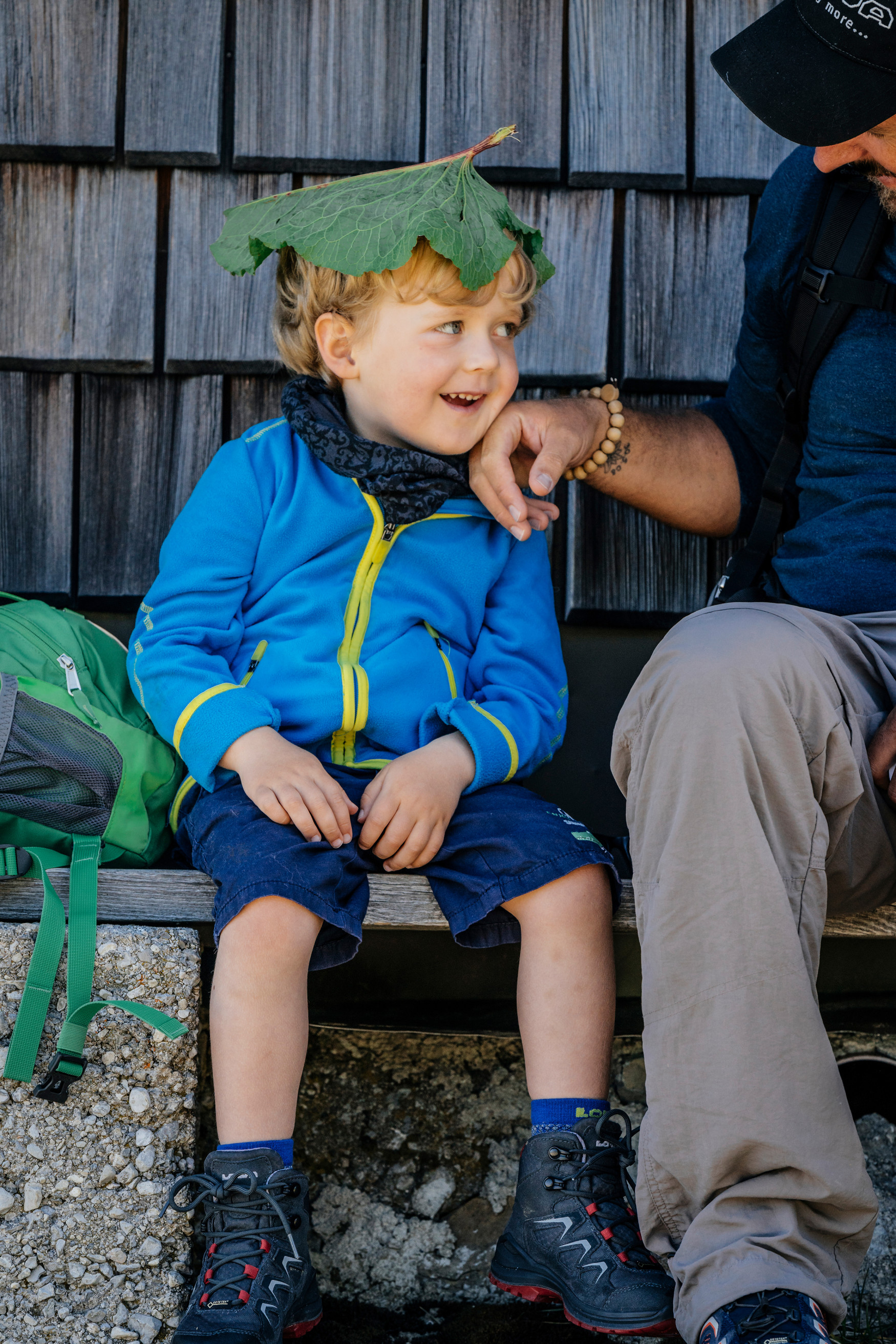 The colourful multi-talented INNOX PRO GTX LO LACING is surprisingly flexible. The functional outdoor shoe is the perfect playmate for children who are out to conquer to world. The low-cut shoe is made of a robust, yet lightweight synthetic material that flexibly encases the foot and provides reliable moisture protection with the help of a GORE-TEX lining. Child-friendly details also ensure that the flexible shoe is up for every adventure and does not restrict a child's freedom of movement in any way.