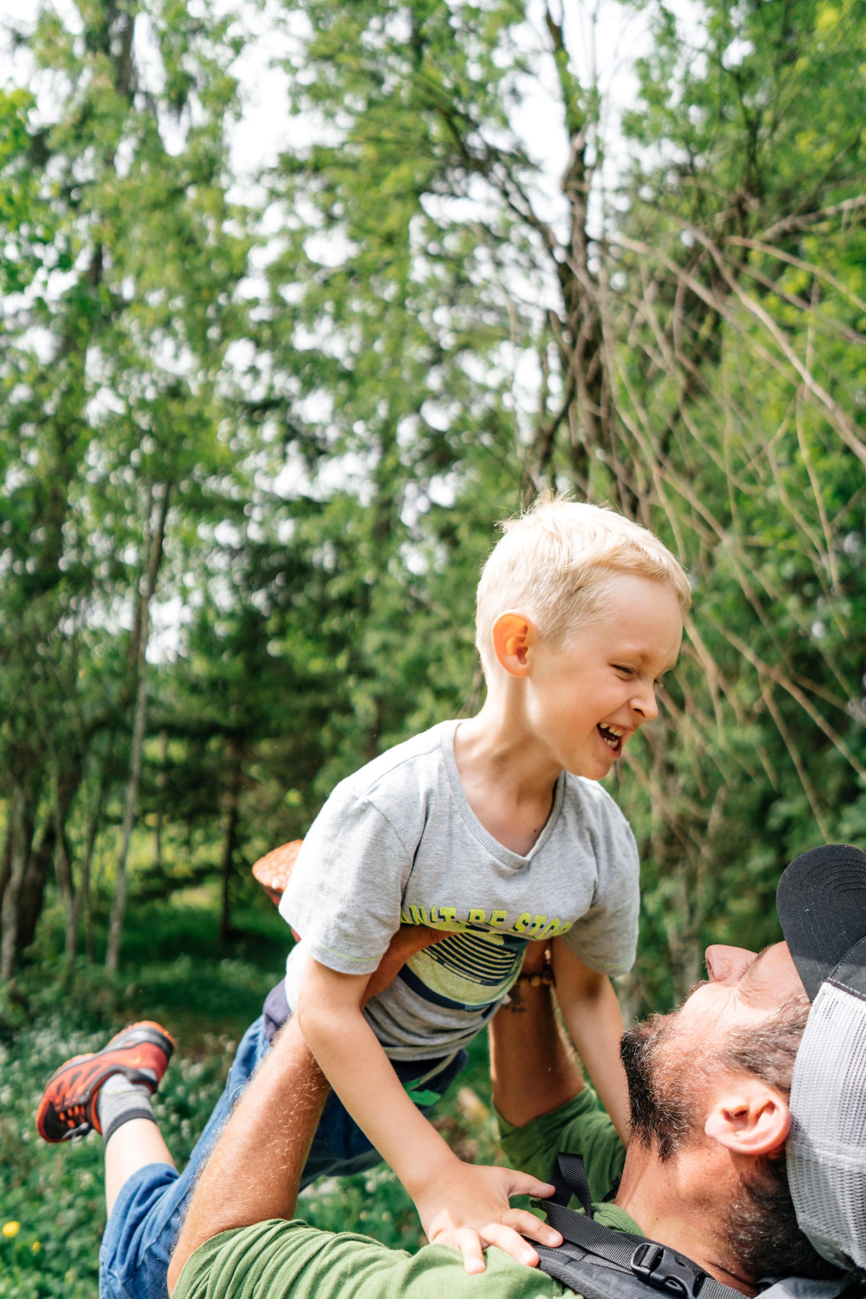 Abgestimmt auf die Fußanatomie der noch im Wachstum befindlichen Kinderfüße zeigt sich der innovative LOW-CUT-Multifunktionsschuh INNOX EVO GTX LO JUNIOR. Der Schuh ist für zahlreiche sportliche Aktivitäten draußen geeignet. Die leichte Sohle und der stabile Schaft machen ihn zum idealen Begleiter, da der Schuh auch den besonderen Herausforderungen beim Spielen und Toben gewachsen ist.