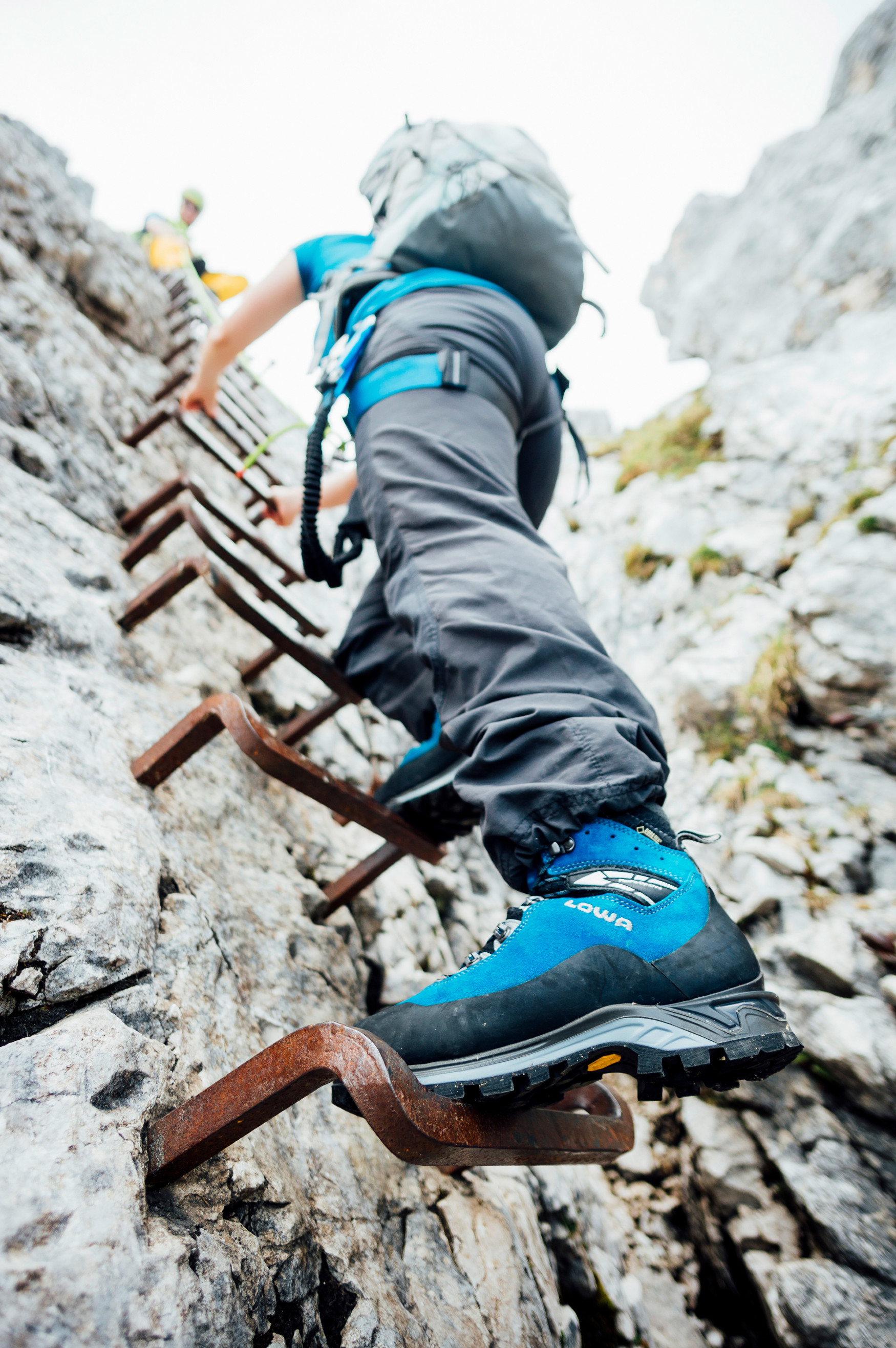 Taking the last step to the top and then enjoying the breath-taking view – female adventurers wearing the CEVEDALE EVO GTX Ws have the best possible footwear for their next tour. This Alpine all-rounder is perfect for easy, high-altitude tours, a little Alpine climbing or even challenging via ferrata. The footwear's inner features are pretty special, too: The sporty boot combines the best possible materials, optimal fit and the highest level of comfort.