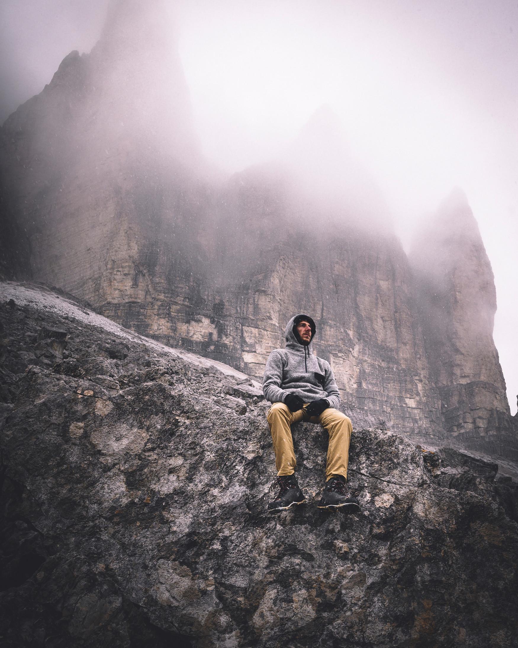 Vielseitigkeit ist überall gefragt. Auch auf Trekking- und Bergtouren! Denn genau hier überzeugt ein Schuh, der mit den unterschiedlichsten Gegebenheiten fertig wird. Der CAMINO LL ist sowohl vielseitig als auch bequem. Ob für leichte Wanderungen,  Hütten- oder Trekkingtouren – der robuste Bergschuh aus kräftigem Nubukleder außen und anschmiegsamem Lederinnenfutter ist wunderbar komfortabel zu tragen. Für den besonderen Sitz der Schuhzunge sorgt die X-LACING®-Technologie. Die Zweizonenschnürung, der flexible Schaft sowie die griffige VIBRAM®-APPTRAIL-Sohle runden den Klassiker ab.