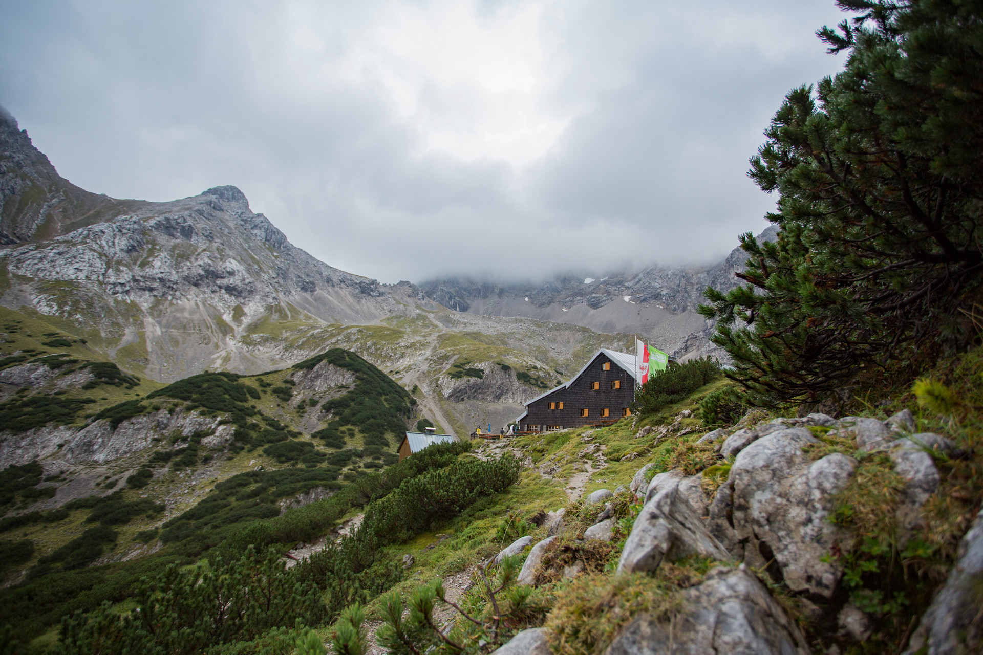 The Coburger Hütte is tucked idyllically between forests and mountains.