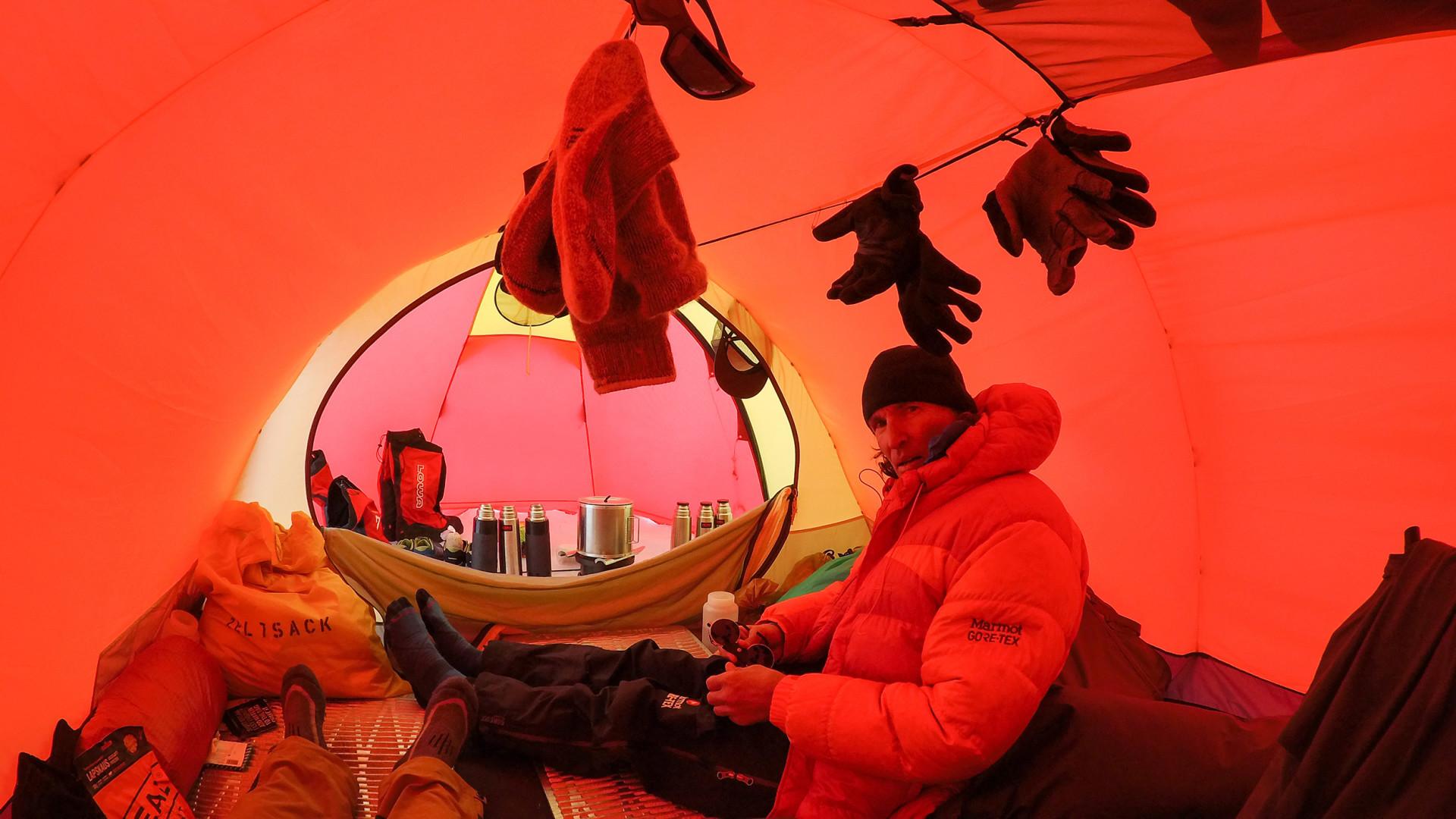 """Stefan Glowacz und seine Begleiter, Fotograf Thomas Ulrich und Spitzenkletterer Philipp Hans, stellen die Expedition Coast to Coast unter das Motto """"by fair means"""". Mit möglichst geringem"""