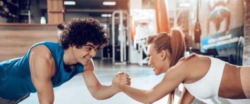 Allenarsi in compagnia conviene: ecco 6 efficaci esercizi