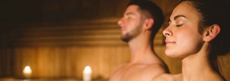 Persone in sauna finlandese