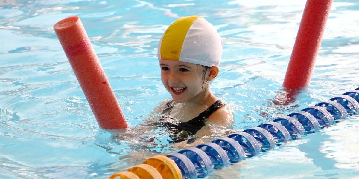 Nuoto per bambini: benefici, quando iniziare e cosa non fare