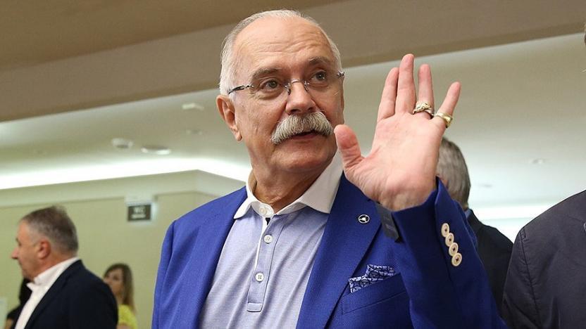 Никита Михалков объяснил, почему не стал осуждать Елену Соловей за отъезд в США