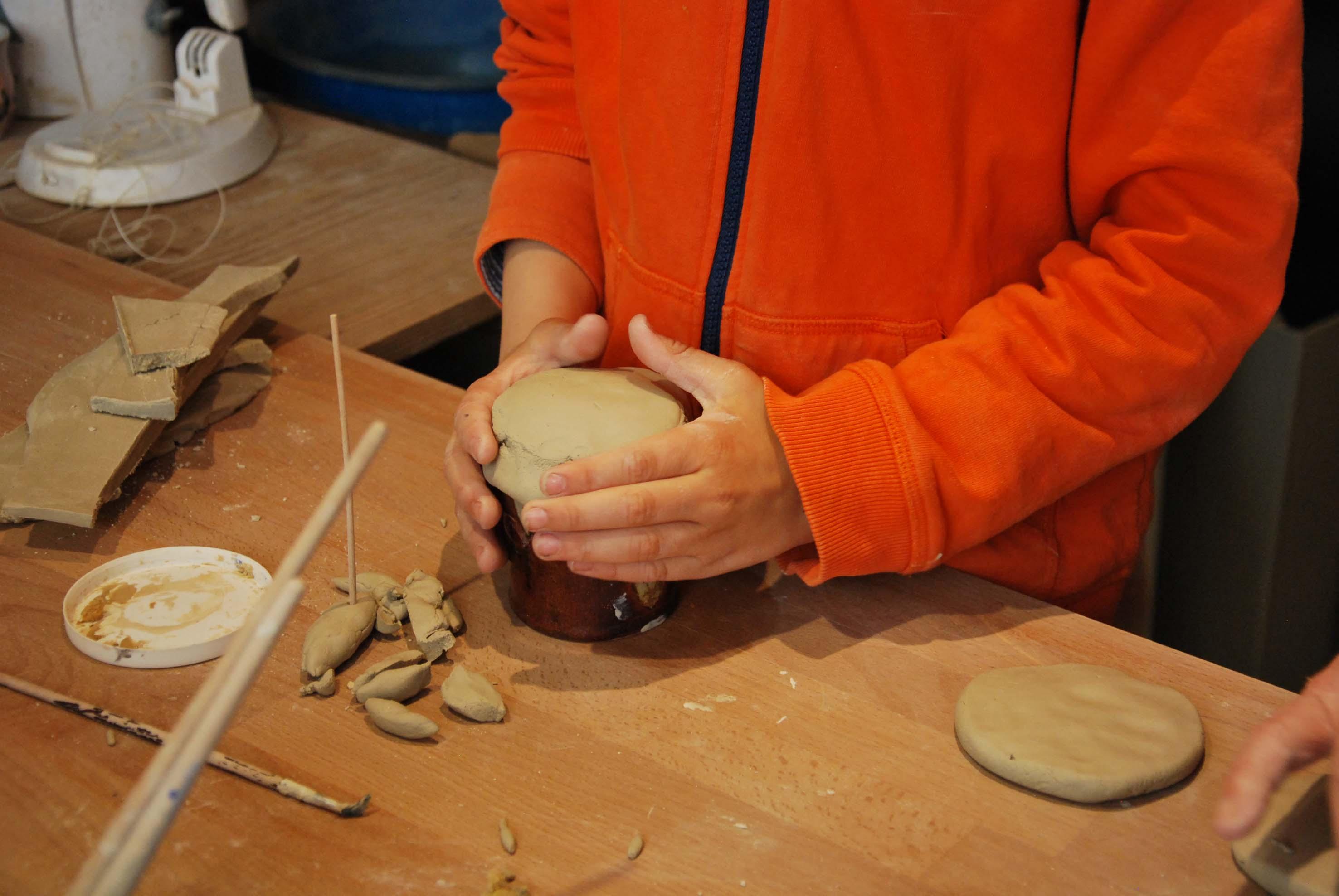 Atelier de céramique paris 18 stage modelage enfant Toussaint octobre 2020