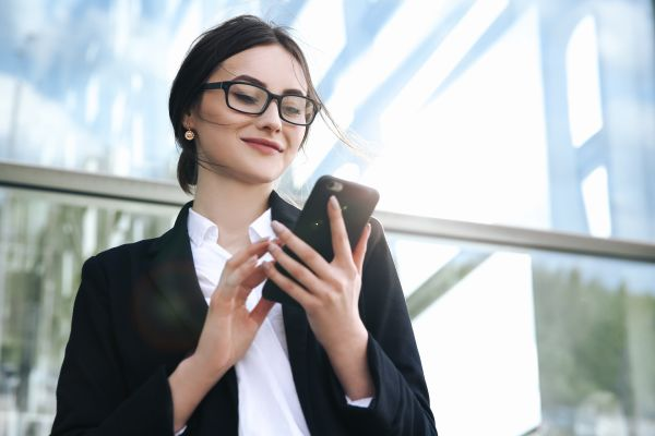 Business woman on business mobile phone