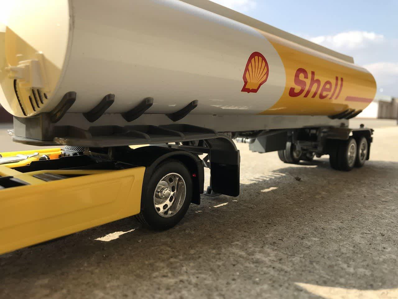 A Shell fuel tanker