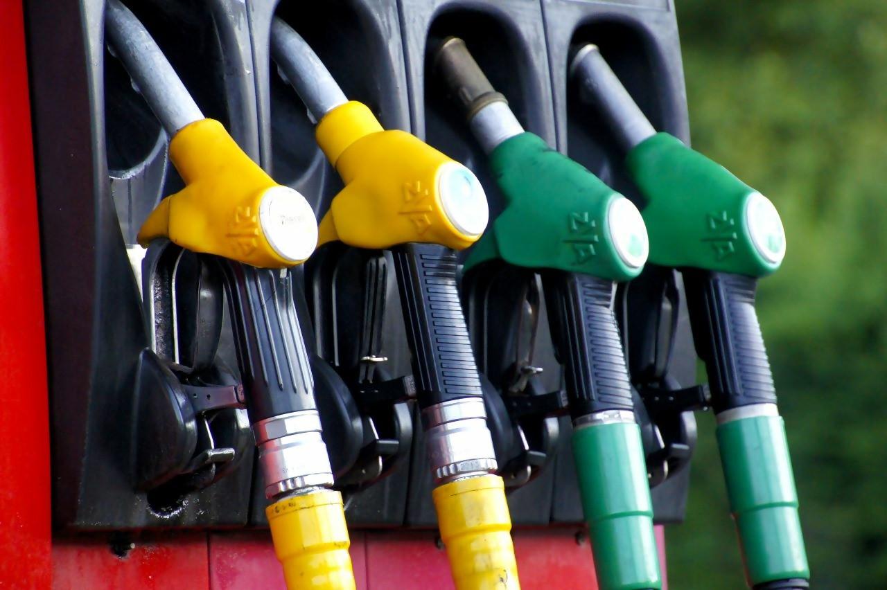 Harga minyak naik pada Senin (24/8), terseret badai yang melanda Teluk Meksiko