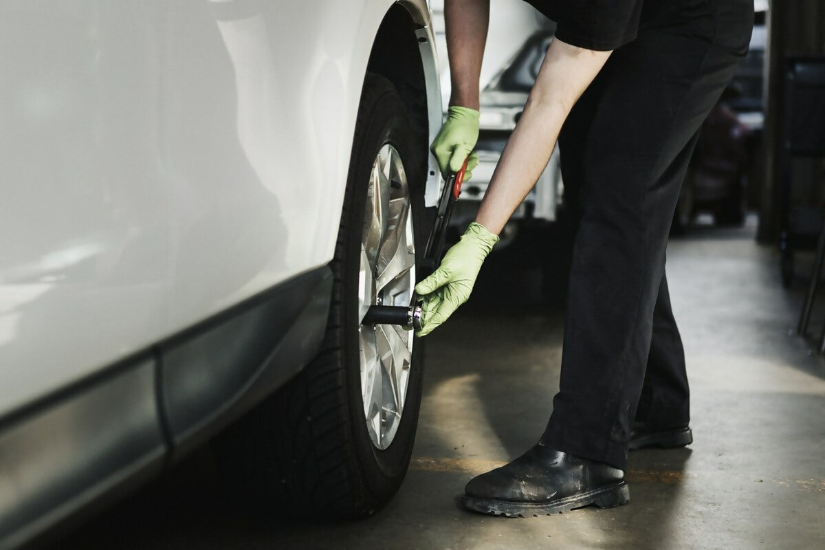 Mechanic fitting a tyre