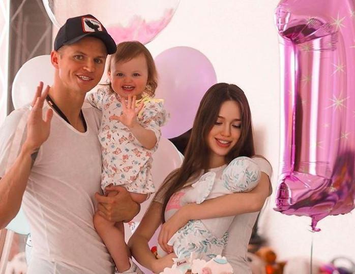 «Евусику 2 месяца»: Тарасов поделился семейным снимком в праздничный день