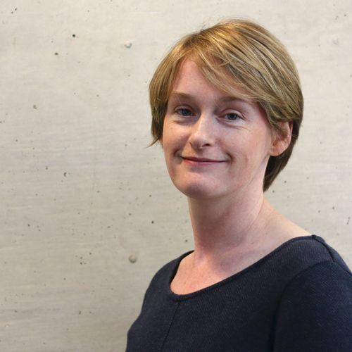 Dr Ruth Travis