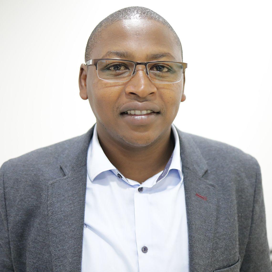 Dr David Gathara