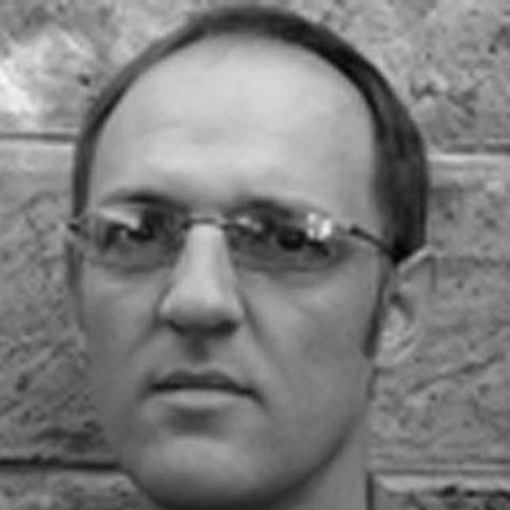 Dr Etienne de Villiers