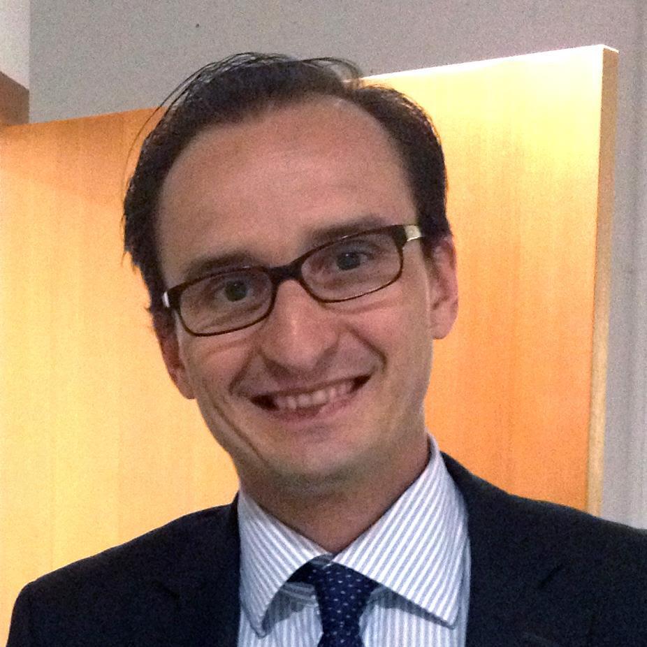 Dr Carlos Cabrera