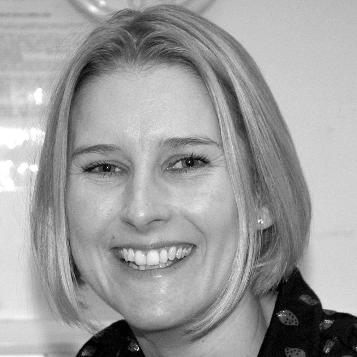 Dr Tracey Marr