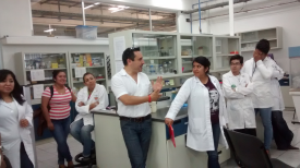 arturo-in-lab-with-mexican-students.png