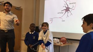Schoolchildren visit scanner to learn about MRI
