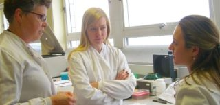 Nicola blackwood mp visits professor wood and the transplantation research immunology group trig