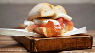 Moderate meat eaters at risk of bowel cancer