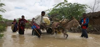 Somali refugees flee flooding in the refugee camps in Dadaab, Kenya