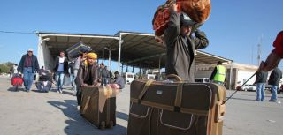People fleeing to Tunisia from Libya to escape violence