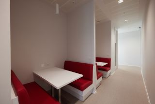 Informal meeting and collaboration spaces