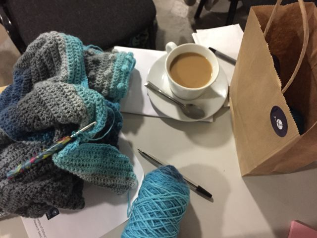 Yarnfulness project - tea and knitting