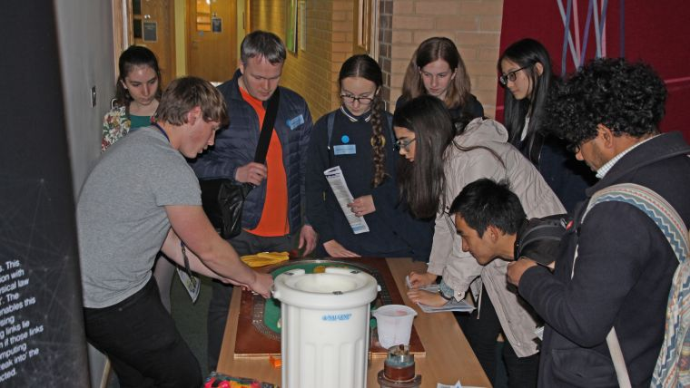 An activity at the Quantum Discovery evening