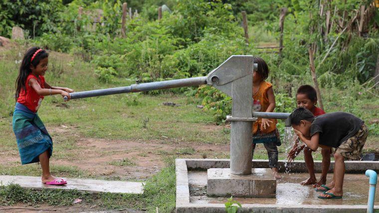 Moru tme brings water pumps to laos villages