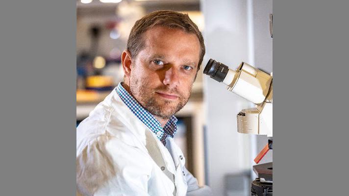 Simon Buczacki in the lab
