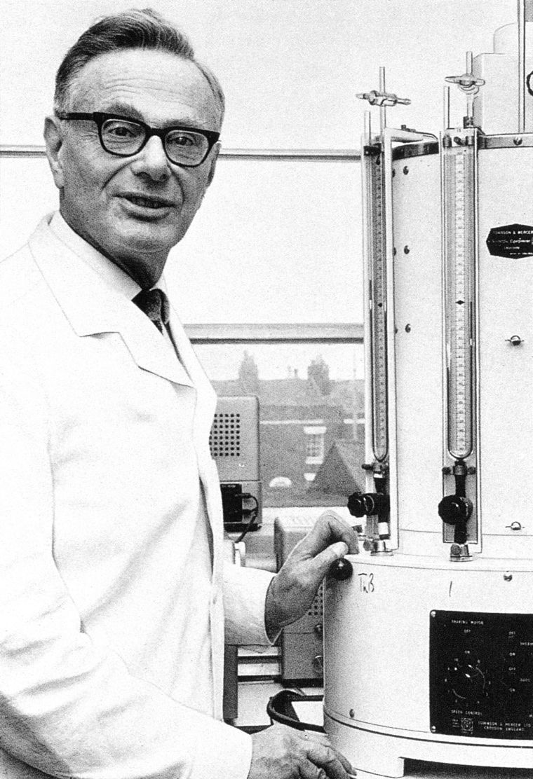 Black and white picture of Sir Hans Krebs in the lab overlooking Oxford.