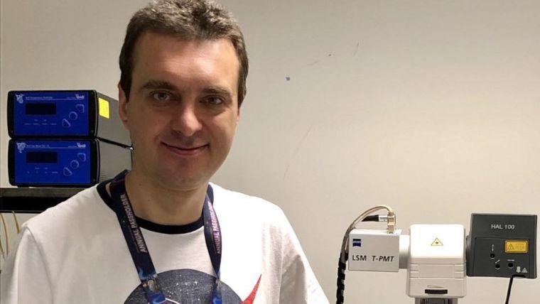 Pawel Swietach in the lab
