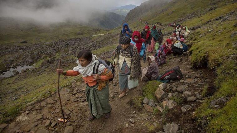Nepali pilgrims to Gosaikunda