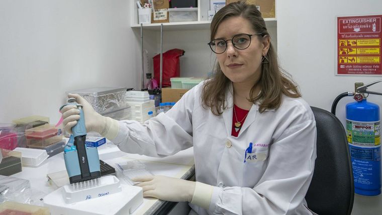 Andrea Ruecker working in the lab