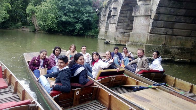 NDM Mexico students punting in Oxford