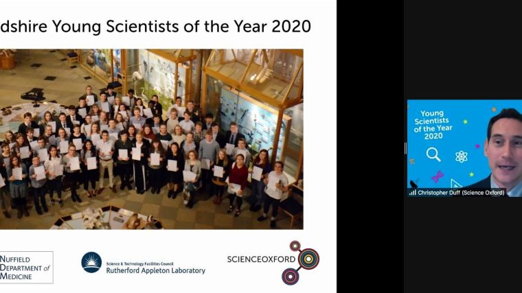 Young Scientists of the Year 2020 holding up their certificate