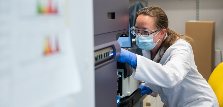 Researcher working on immunology in the lab