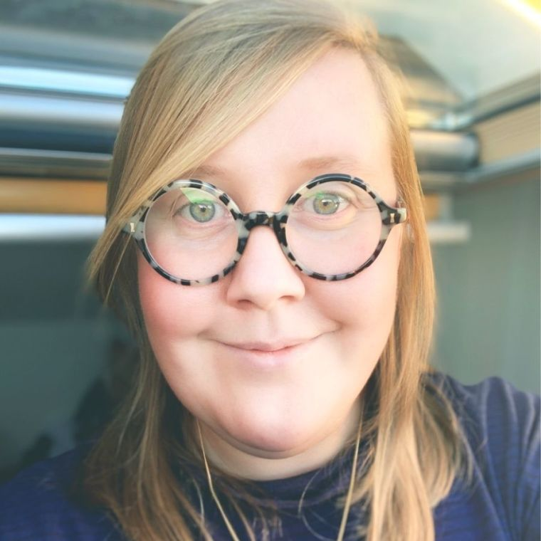 Eloise Stark's profile picture, she wears round tortoiseshell framed glasses