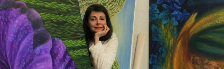 Lida Sherfatmand with her paintings