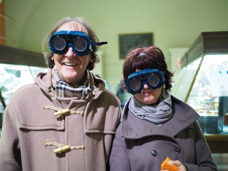 Brain Awareness Week 2016, two people using goggles