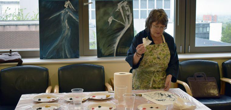 Jan Sargeant demonstrating at Picturing Parkinson's art workshop