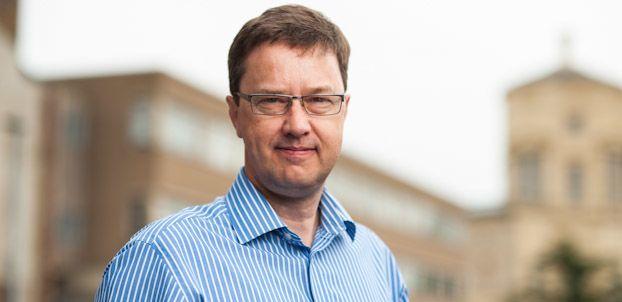 Dr Tim Holt