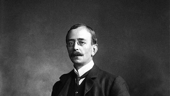 Black and white formal portrait of Charles Sherrington.