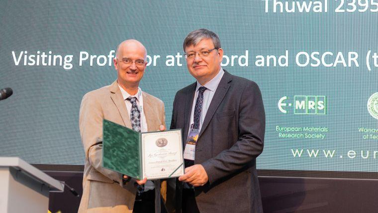 Professor Donal Bradley receiving the E-MRS 2019 Jan Czochralski Award