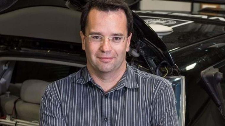 Royal academy of engineering silver medal for pioneering engineer professor paul newman